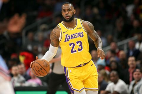 Lakers i přes Jamesův triple double prohráli s Atlantou