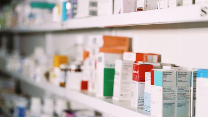 Pilulka je levnější než rohlík. Žádné úspory ale nečekejte