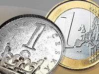 Koruna dál posiluje k euru. Ještě pět haléřů a ČNB zasáhne