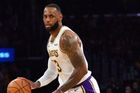 Lakers porazili v NBA Dallas, James má 9000 asistencí