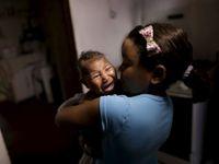 Ordinace se plní dětmi s mikrocefalií. Čeká se dlouhé hodiny