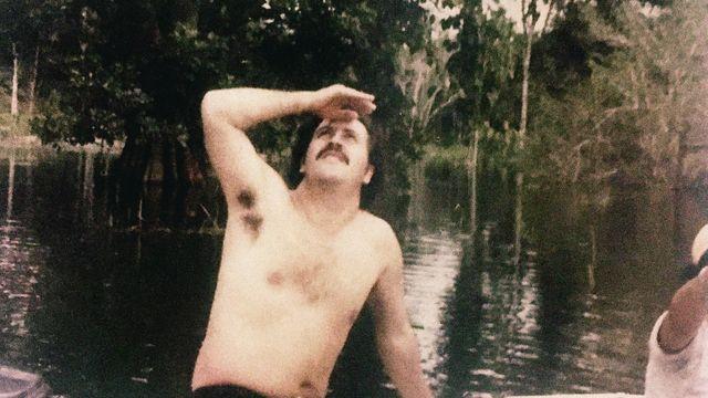 """Obrazem: Tak si žil narkobaron Escobar. Snímky z jeho luxusní haciendy i """"zoo"""""""
