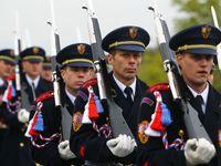 Trénink na teroristy i vetřelce ze Ztohoven. Zemanova stráž kupuje virtuální střelnici za 12 milionů