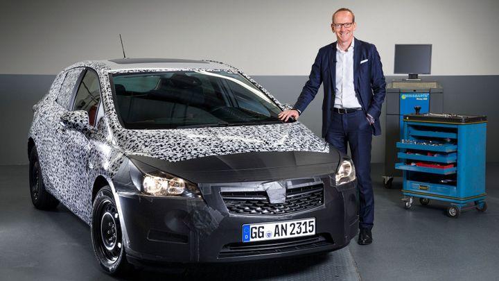Nový Opel Astra odtajní v září. Bude kratší a lehčí