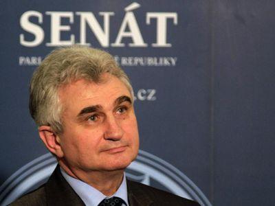 Senátoři ČSSD jsou proti vládě s ANO. Zimola: Jsou odtržení od reality, chovají se povýšenecky