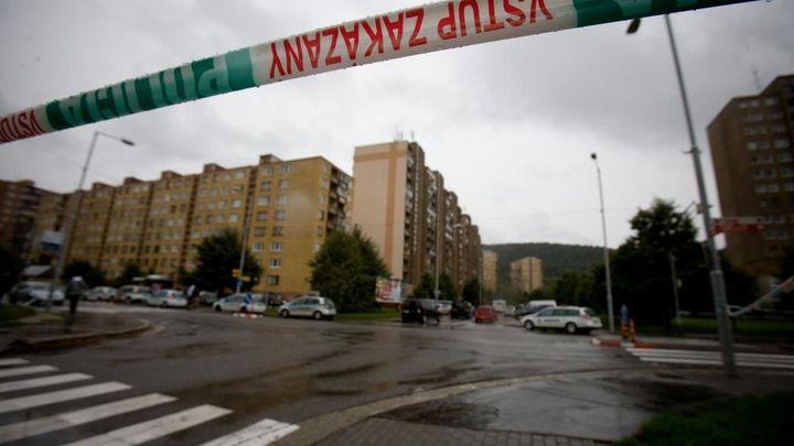 Při střelbě v Bratislavě zemřeli muž a žena, jejich půlroční dítě přežilo
