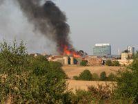Na Barrandově hoří filmové kulisy, dřevěná Paříž k seriálu Knightfall lehla popelem