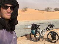 """""""Český Ježíš"""" projel Afriku na kole. V Mali ho vítali, v Namibii málem ukamenovali"""