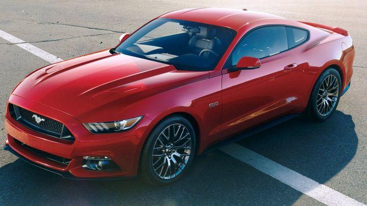 Kultovní Ford Mustang už má oficiální cenu. Stojí 880 000 Kč