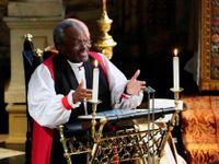 Tohle královna nečekala. Excentrický biskup zaskočil škrobené Brity, svatební kázání četl z iPadu