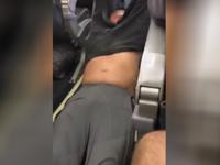 Násilím vyvedený pasažér se s United Airlines dohodl na odškodném, může dostat i miliony