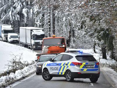 Online: Jižní Čechy ochromila sněhová kalamita, deset tisíc lidí je bez proudu. Moravě hrozí povodně
