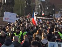 Živě: Česko si připomíná revoluci. Tisíce lidí v centru Prahy žádají demisi premiéra