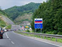 Chystáte se v létě do Chorvatska? Na cestě pozor na rychlost, převoz dítěte i kouření ve voze