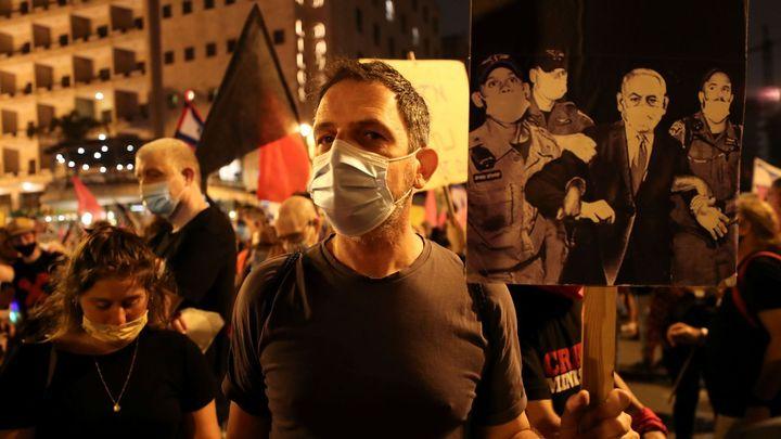 Izraelci opět protestovali proti Netanjahuovi. Policie některé demonstranty zadržela