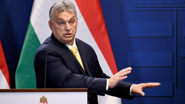 Maďarsko již není demokracie, Polsko k tomu míří, píše organizace Freedom House