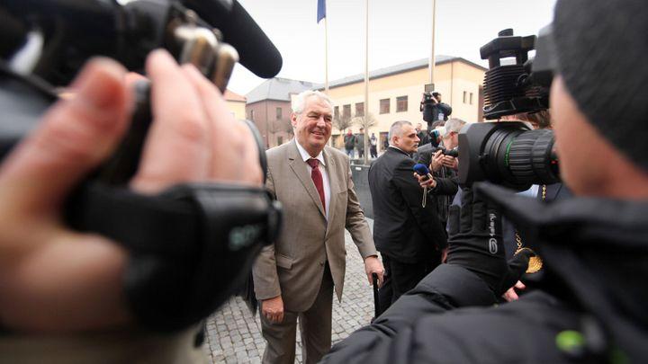 Zeman se opřel do ČNB. Příští rada povede ČR k euru, řekl
