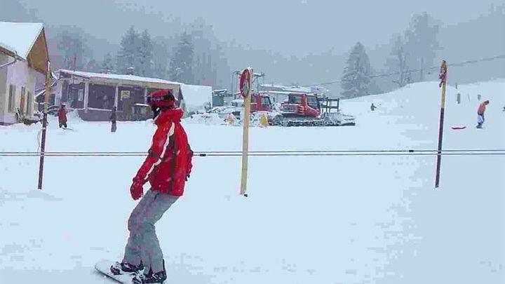 Policie pátrá po lyžaři, který po střetu nepomohl zraněnému dítěti