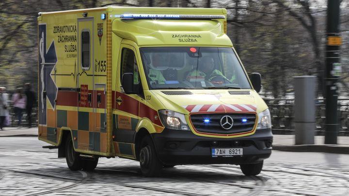 Silnici u Janova na Svitavsku uzavřela nehoda čtyř aut. Na místě se zranilo 10 lidí