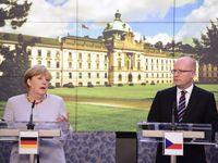 Živě: Merkelová promluvila v Praze česky. Se Sobotkou se na kvótách neshodli