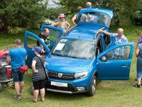 Foto: Téměř dva tisíce aut značky Dacia na jednom místě. Byli jsme na největším srazu v Česku