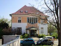 Foto: Na prodej je vila, skokanské můstky i sídlo Tuzexu. Stát se zbavuje majetku