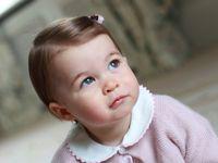 Princezně Charlotte bude v pondělí rok. Její nové snímky fotila Kate