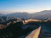 Velká čínská zeď mizí kámen po kameni. Místní si z ní stavějí domy