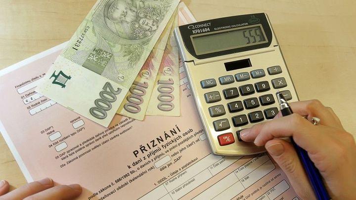 Pracující důchodci hrají s finančními úřady ruletu o slevu