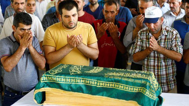 20b0f5d9227 Na svatbě se údajně odpálil dvanáctiletý terorista. Islámský stát ...