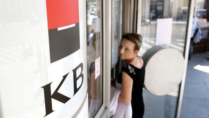 Třetí největší banka ruší sedm poplatků. Za účet neušetříte