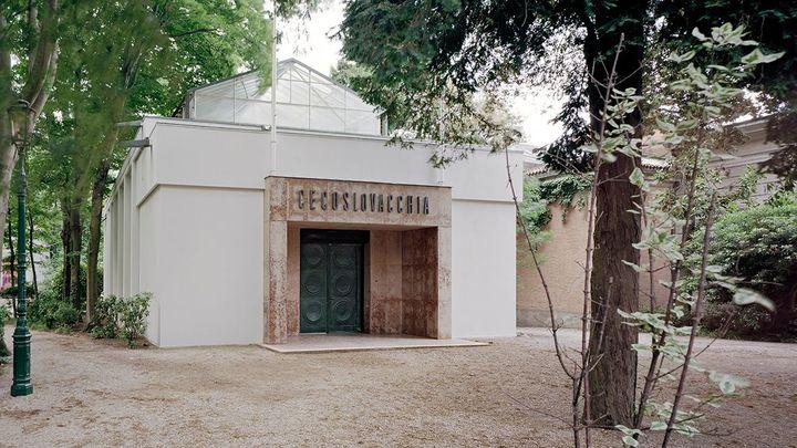 Český pavilon na Benátském bienále poškodila bouře, po měsíci a půl bude otevřen