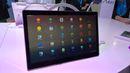 """Zajímavý tablet s Androidem se hledá těžko, Alcatel jeden takový vyrobil. Má velkou obrazovku s uhlopříčkou 17"""" a FullHD rozlišení a funguje mimo jiné i jako malá televize pro sledování videa z internetu. Tablet má stojánek, o který lze opřít, i ucho, za které ho jde přenášet nebo pověsit. V tabletu je zabudované také dotykové pero a dvojice USB konektorů, třeba pro připojení klávesnice nebo disku s filmy."""