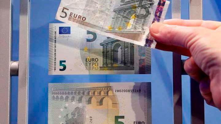 Odpůrců eura v Česku přibývá. Chce ho jen čtvrtina lidí