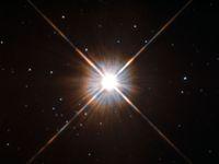 Vědci objevili za sluneční soustavou novou planetu: váží jako Země a mohl by na ní existovat život