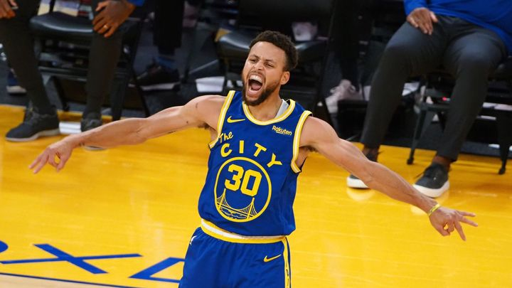 Curry řídil monstrózní obrat Golden State, Chicago bez Satoranského padlo v koncovce