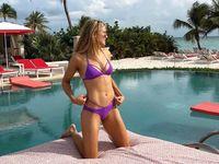 Sexy tenistky na dovolené. Těm nejodvážnějším už konkurují i česká dvojčata