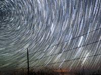Japonci vyšlou ohňostroj na oběžnou dráhu. Noční oblohu promění v záplavu padajících hvězd