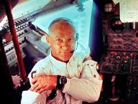 Posádka Apolla 11 musela vyplnit cesťák. Aldrin ho zveřejnil