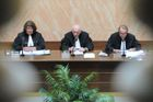 Czech lawmakers agree to amend Constitution