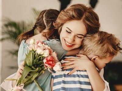 Jak vznikl Den matek, kolik bylo nejmladší matce v historii, jaká je horní hranice mateřství a jaký je světový rekord v počtu porozených dětí?