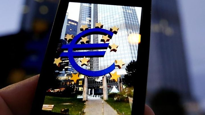 Daň z vkladů. Záporný úrok oslabí euro a podpoří inflaci