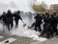 Živě: V obklíčené Paříži se střetli demonstranti s policií. Zatčeny byly stovky lidí