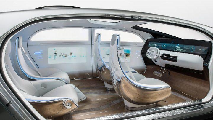 První auta schopná jízdy bez řidiče budou mít prémiová loga