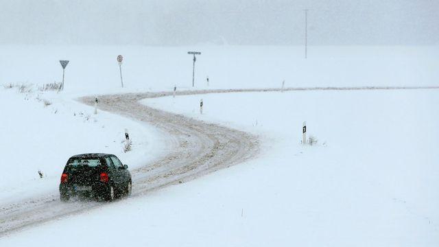 c4e5aa68b Dopravu v Česku komplikuje ledovka a mlha. Meteorologové varují před  mrznoucím deštěm i přes den