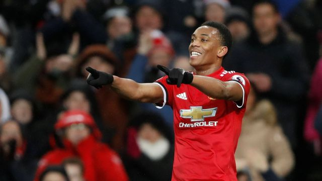 Anthony Martial z Manchesteru United slaví gól v síti Stoke City.
