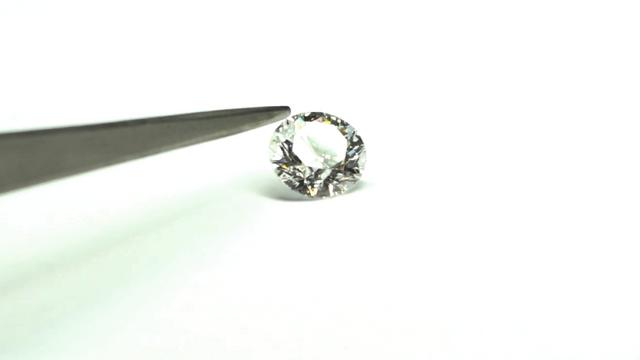 Diamanty jako investice. Podívejte se na kámen za 15 milionů korun i do  výroby diamantových 5e200534b33