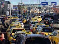 Konec taxikářů v teplákách? Krnáčová chce zavést dress code, psychotesty i barevné espézetky
