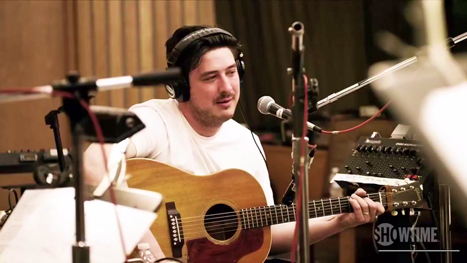 Poslechněte si song Kansas City, jak ho nazpíval na desku Lost On The River: The New Basement Tapes Marcus Mumford.