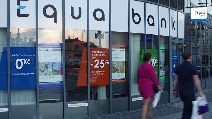 Equa Bank zůstává ve ztrátě. Loni ji snížila na 359 milionů